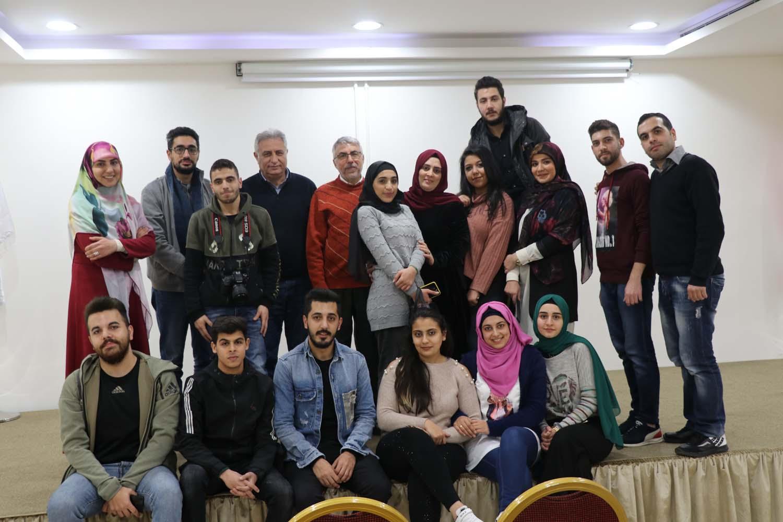Media students after performing several acting scenes - طلاب الاعلام بعد العرض المسرحي التنمّر بيدمّر